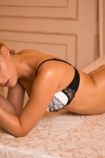 Julia, Age 23, Escort in Amsterdam / Netherlands